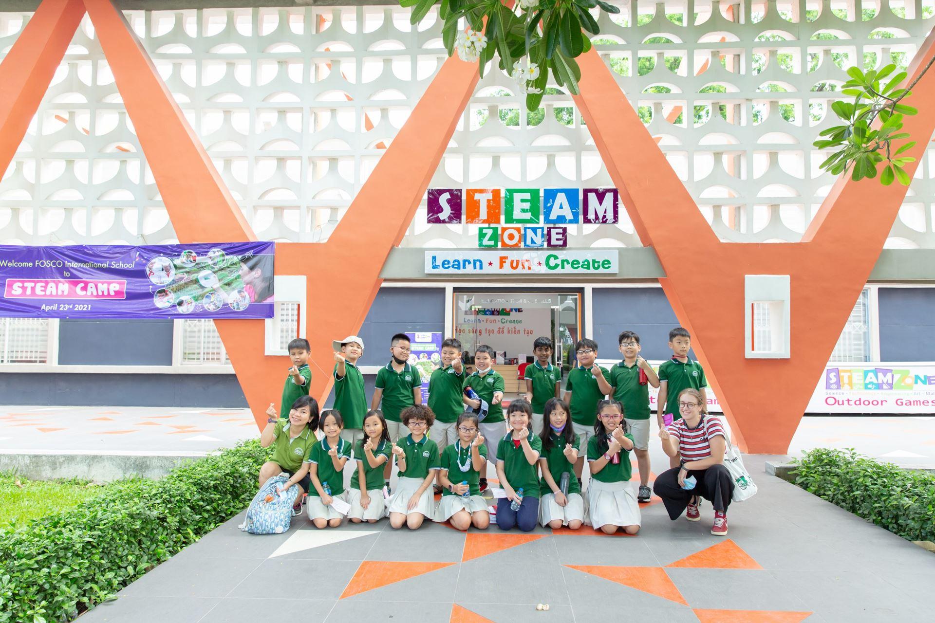 Các bạn học sinh trường FOSCO tại trung tâm STEAMZONE